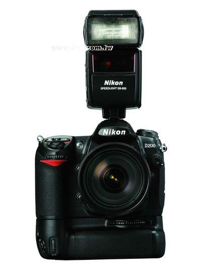 按下放大 NIKON D200+18-200照片+MB-D200把手